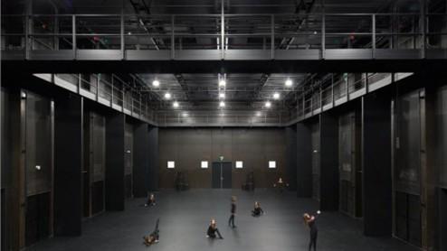 Studio-scene-avec-danseurs_gallery-full