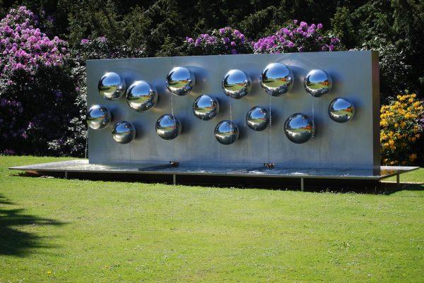A l'avant garde: Pol Bury – Fontaine – 1999