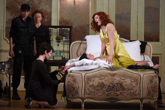 Festival d'Aix en Provence : Alcina is Fifty Shades of grey !