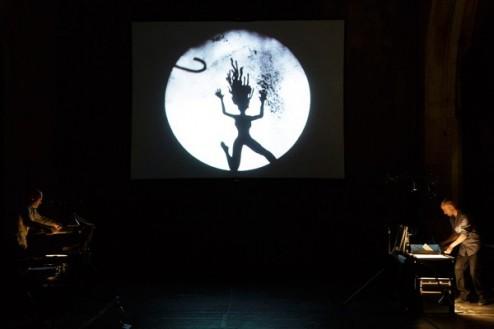 Dark-Circus-©-Christophe-Raynaud-de-Lage-Festival-dAvignon-600x400