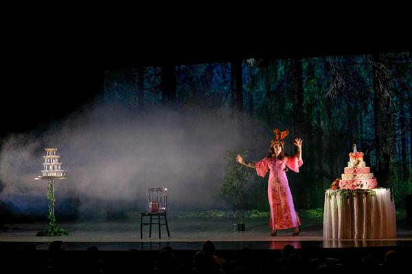 """Florence Muller dans la pièce de théâtre """"Emportée par mon élan"""""""